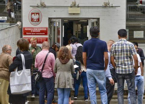 Махінації з майновими довідками для легалізації в Польщі: у справі проходить майже 800 студентів, переважно з України
