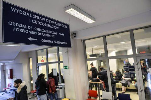 Українці роками чекають на тимчасовий дозвіл на проживання у Польщі