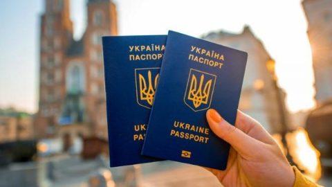 Експерт розповів, як більшість українців знаходять роботу в Польщі