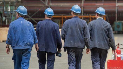 В Україні легально працюють менше половини осіб працездатного віку