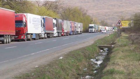 Очікування в чергах на кордоні з Польщею сягають трьох діб – ДФС