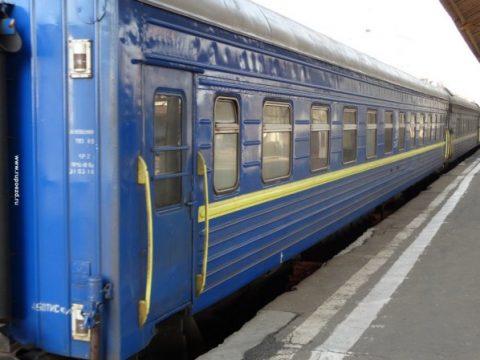 В Україні знову зросли ціни на залізничні квитки. Та навіть квиток не завжди гарантує проїзд, якщо він електронний (Відео)