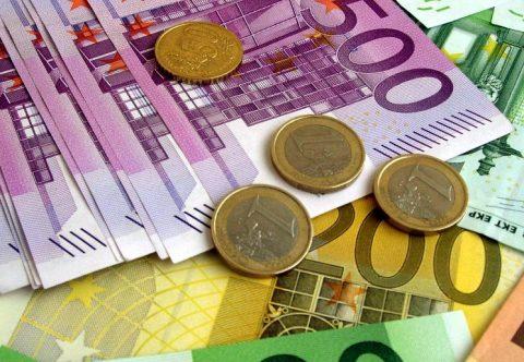Легальним заробітчанам не загрожує оподаткування в Україні, але довідку про сплату податків краще зберігати