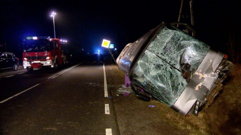 Відірване з вантажівки колесо  влетіло в переднє скло автобуса, яким їхало 15 українців. Є загиблі та поранені
