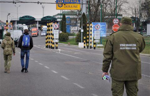 Чоловік незаконно перетнув кордон з Польщею задом уперед. Думав так заплутати прикордонників