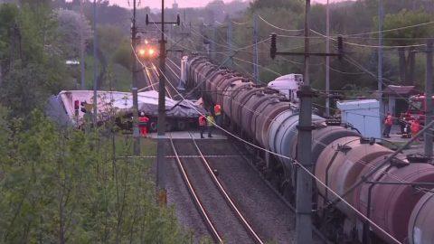 Потяг розірвав вантажівку навпіл. Для водія з України прокуратура вимагає арешту (Фото)