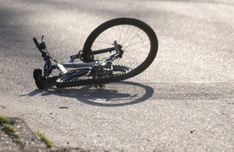 За спробу вбивства велосипедиста таксисту загрожує довічне. Українець з важкими травмами в лікарні
