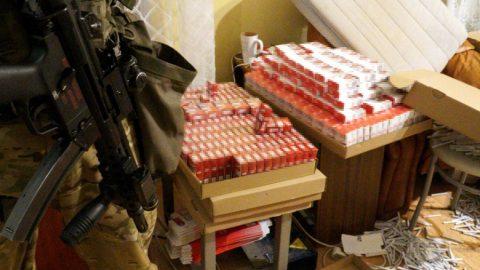 Вісьмох українців затримано за нелегальне виробництво та продаж сигарет (Відео+Фото)
