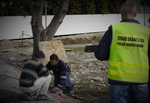 Мешканці прикордонних сіл на роботу ходять до Перемишля. Щоправда, нелегально