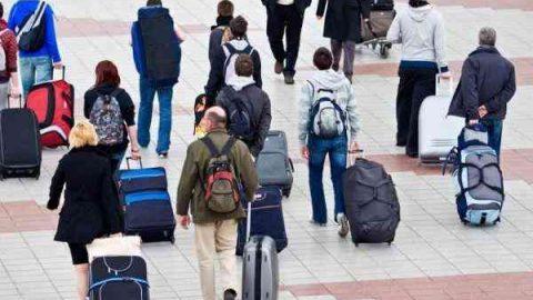 Українці вважають еміграцію найбільшою загрозою для держави