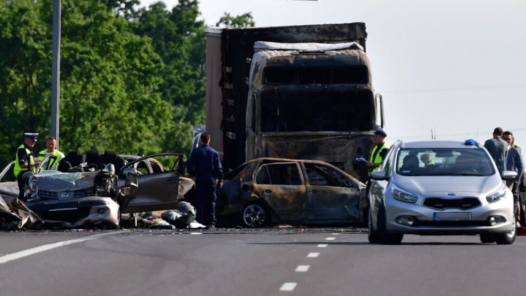 Шестеро осіб згоріли внаслідок ДТП на польській А6