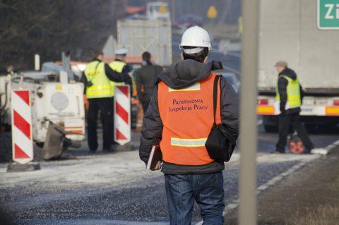 Затримка або невиплата зарплати – польська інспекція праці відновлює перевірки зупинені карантином