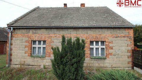 Dom parterowy z budynkami gospodarczymi, woj. śląskie