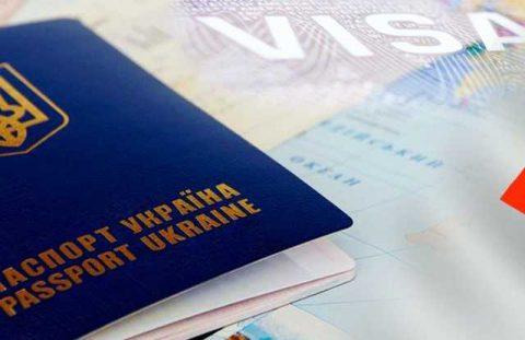 Польща почала видавати українцям робочі візи поштою