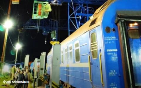 Потяг Львів-Вроцлав зірвався з домкрата під час перестановки вагонів на вузькоколійку