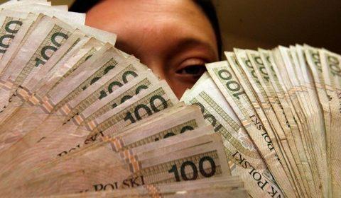 Рівень мінімальної зарплати на наступний рік польський уряд встановить одноосібно