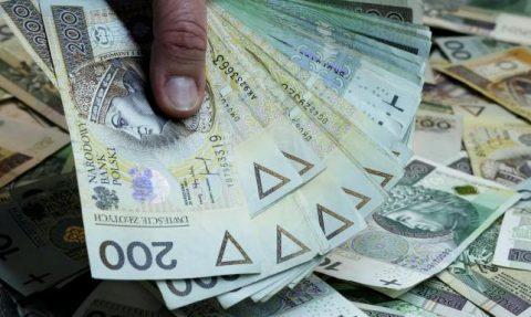 Мінімальна зарплата в Польщі на 2021 рік. З'явилися перші цифри