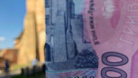 На руках в українців найбільше 200 гривневих купюр і монет у 10 копійок