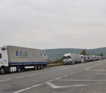 На кордоні в Дорогуську велика черга вантажівок в бік України
