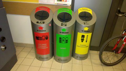 Викинута на смітник батарейка може коштувати 500 злотих штрафу. Значно дорожче обійдеться викинутий холодильник