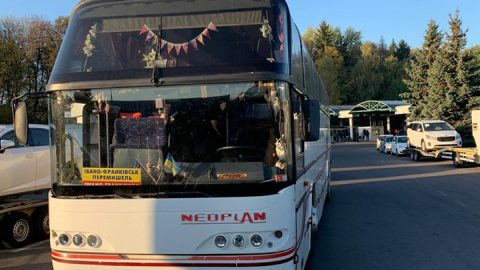 Водій рейсового автобуса приховав понад дві тонни їстівної контрабанди (Фото)