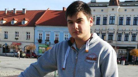 18-річний українець на якого впав самогубця вийшов з коми. Потребує допомоги на складну операцію
