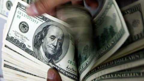 З початку року в Україну переказано 1,7 мільярда доларів. Решта доїжджає…