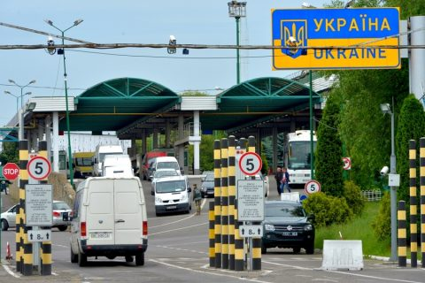 """Україна оновила список держав """"червоної"""" і """"зеленої"""" зон"""
