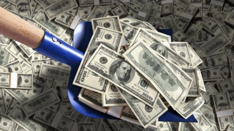 У НБУ розповіли, скільки грошей перекажуть заробітчани цього року