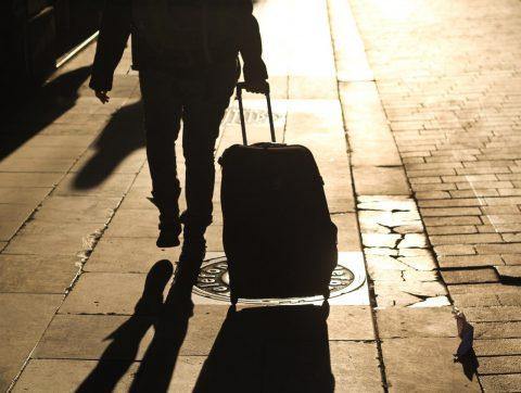 В уряді обіцяють не перешкоджати виїзду українців за кордон, але прагнуть «упорядкувати» цей процес
