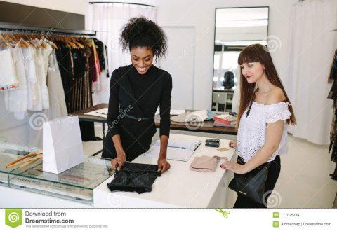 Упаковка женской одежды