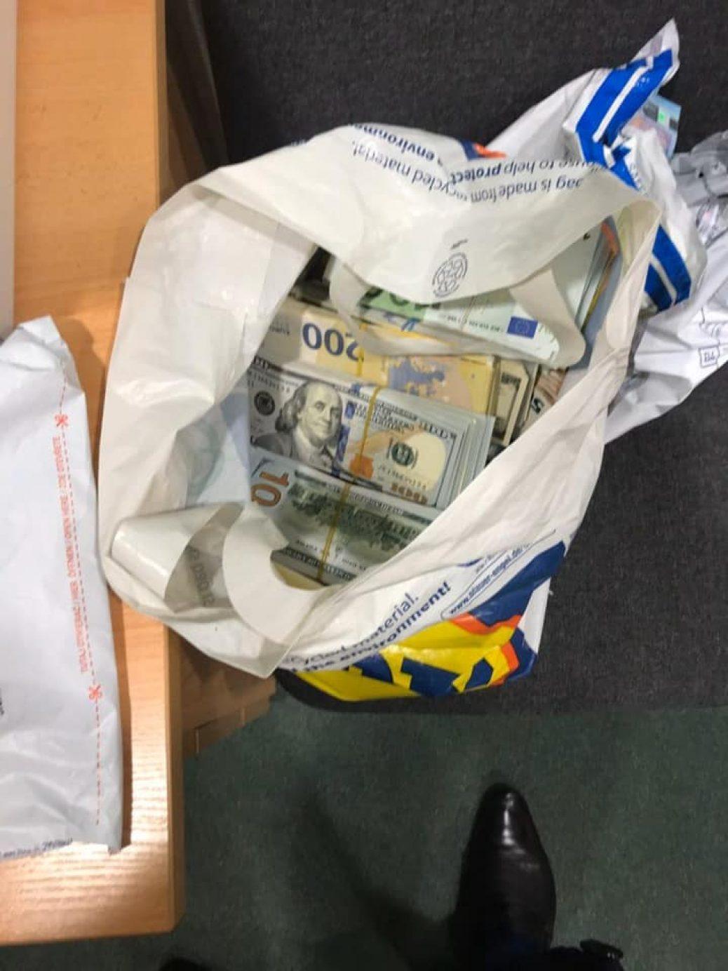 Рекордна валютна контрабанда: на кордоні вилучили пів мільйона євро та чверть мільйона доларів