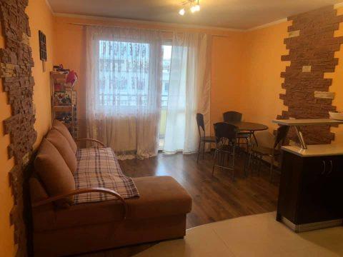 Duży pokój w dwupokojowym mieszkaniu