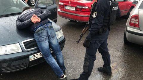 Біля кордону з Польщею затримали вимагачів «данини» з перевізників (Відео)