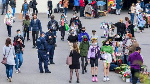 В окремих регіонах Польщі повертатимуть карантинні обмеження на 2-3 тижні