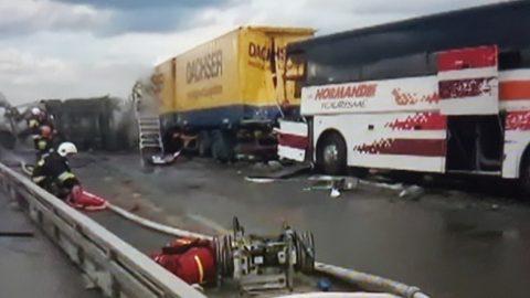 У Польщі ДТП за участі автобуса і 2-х вантажівок, понад 20 постраждалих