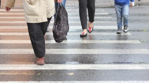 Важливі зміни до закону про дорожній рух в Польщі. Це стосується пішоходів та водіїв