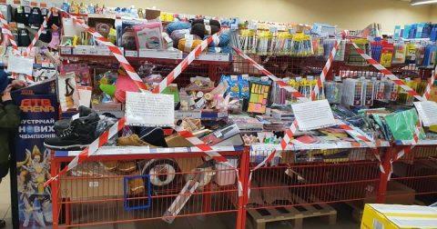 Українці жаліються, що через карантин не можуть купити низку товарів. Під забороною навіть шкарпетки та презервативи