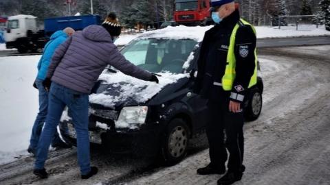 Штраф 500 злотих за непочищене від снігу авто в Польщі. Але це ще не все