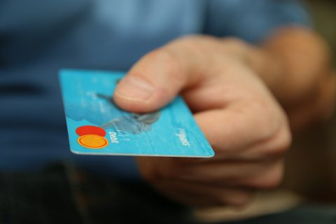 Як що ви випадково загубили платіжну карту в магазині.Ось як будут діяти торгові мережі