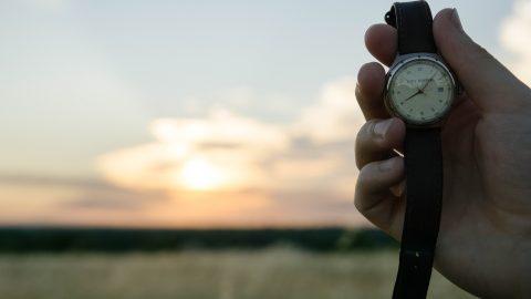 Чому Верховна Рада хоче скасувати переведення годинників вУкраїні?