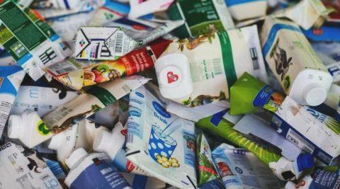 В Україні розпочали друкувати екокниги з упаковок від соків та молока