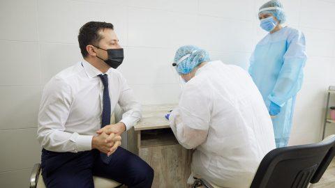 Президент Зеленський заохочує українців вакцинуватися