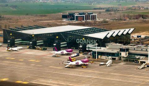 Пожартувала. Українка в Гданському аеропорту повідомила що везе бомбу
