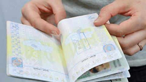 Легалізація українців та стан епідемії в Польщі. Що варто знати?
