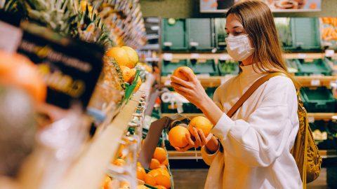 У Варшаві відкрили перший соціальний магазин.Хто може там робити покупки?