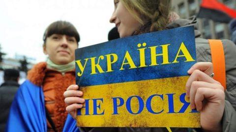 """Що скажете? 41% українців вважають себе """"одним народом"""" з росіянами – опитування"""