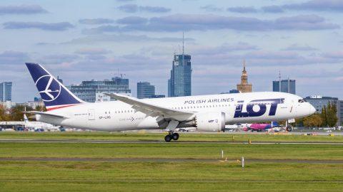 LOT відновлює сполучення Варшава-Харків. Розклад рейсів, ціни